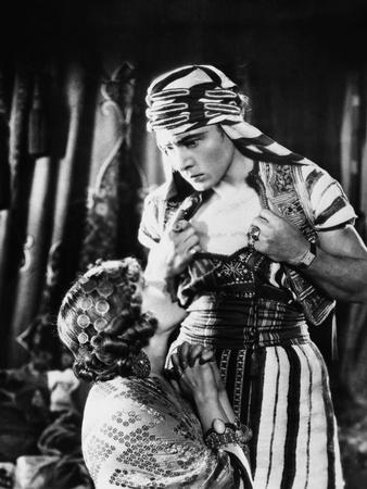 https://imgc.allpostersimages.com/img/posters/le-fils-du-sheik-the-son-of-the-sheik-by-george-fitzmaurice-with-rudolph-valentino-and-vilma-banky_u-L-Q1C28040.jpg?artPerspective=n