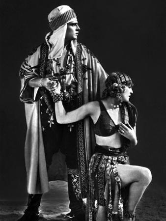 Le Fils du Sheik The Son of the Sheik by George Fitzmaurice with Rudolph Valentino and Vilma Banky,