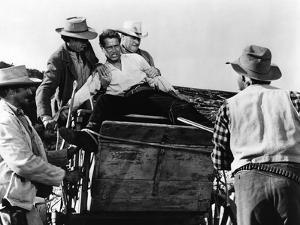 Le Gaucher THE LEFT HANDED GUN by ArthurPenn with Paul Newman en, 1957 (b/w photo)