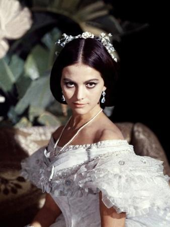 https://imgc.allpostersimages.com/img/posters/le-guepard-1963-par-luchino-visconti-with-claudia-cardinale-photo_u-L-Q1C3XC40.jpg?artPerspective=n