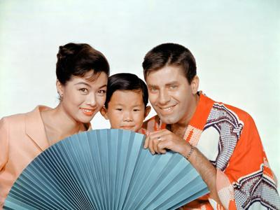 https://imgc.allpostersimages.com/img/posters/le-kid-en-kimono_u-L-Q1C35AD0.jpg?artPerspective=n