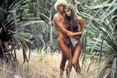 https://imgc.allpostersimages.com/img/posters/le-lagon-bleu-the-blue-lagoon-by-randalkleiser-with-christopher-atkins-brooke-shields-1980-photo_u-L-Q1C3KMO0.jpg?artPerspective=n