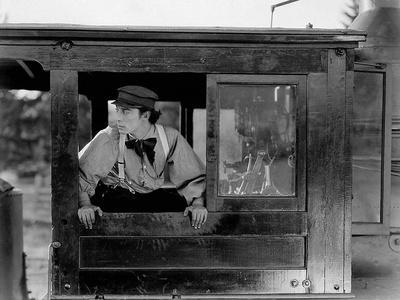 https://imgc.allpostersimages.com/img/posters/le-mecano-by-la-general-the-general-by-and-with-buster-keaton-1927-b-w-photo_u-L-Q1C36130.jpg?artPerspective=n