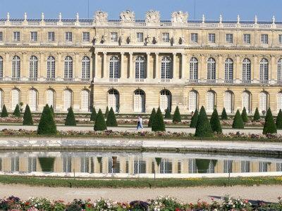 https://imgc.allpostersimages.com/img/posters/le-parterre-d-eau-aisle-du-midi-chateau-of-versailles-les-yvelines-france_u-L-P1TWES0.jpg?p=0