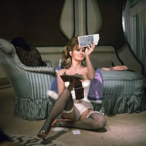 LE PLUS VIEUX METIER DU MONDE, 1967 directed by MICHAEL PFLEGHAR Raquel Welch (photo)