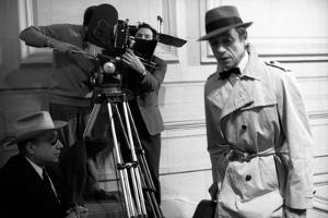 Le realisateur Jean-Pierrre Melville and Yves Montand sur le tournage du film Le Cercle Rouge, 1970