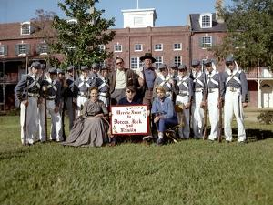 Le realisateur John Ford, William Holden, John Wayne and Contance Towers sur le tournage du film Le