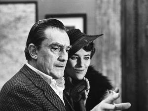 Le realisateur Luchino Visconti and Charlotte Rampling sur le tournage du film Les Damnes, 1969 (b/