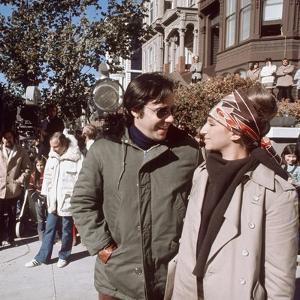 Le realisateur Peter Bogdanovich and Barbra Streisand sur le tournage du film On s'fait la valise D
