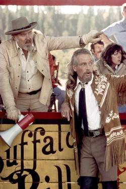 Le realisateur Robert Altman and Paul Newman sur le tournage du film Buffalo Bill and les Indiens B