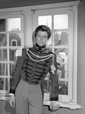 LE ROUGE and LE NOIR, 1954 directed by CLAUDE AUTANT-LARA Gerard Philipe (b/w photo)