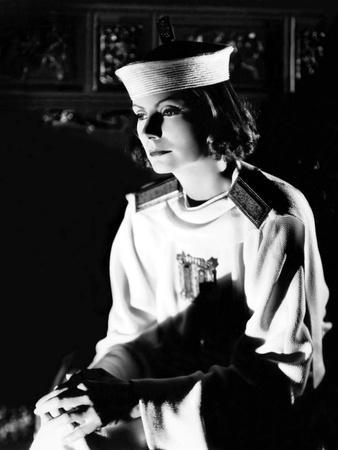 https://imgc.allpostersimages.com/img/posters/le-voile-des-illusions-the-painted-veil-by-richard-boleslawski-with-greta-garbo-1934-b-w-photo_u-L-Q1C1WOD0.jpg?artPerspective=n