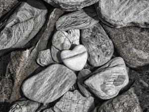 Stone Heart 2 by Lebens Art