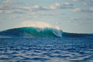 Ocean Waves II by Lee Peterson