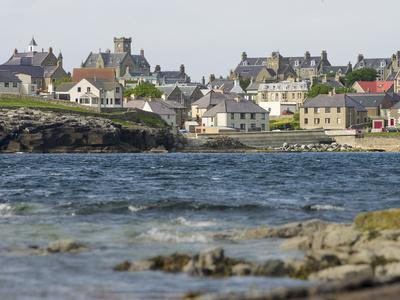 https://imgc.allpostersimages.com/img/posters/lerwick-view-over-brei-wick-scotland-shetland-islands_u-L-Q13BN9X0.jpg?p=0