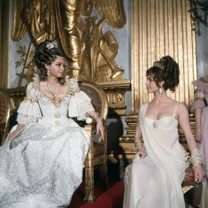 LES AMOURS by LADY HAMILTON, 1968 directed by CHRISTIAN-JAQUE Nadja Tiller and Michele Mercier (pho