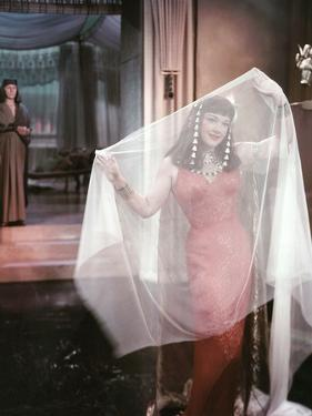 Les Dix Commandements THE TEN COMMANDMENTS by CecilBDeMille with Anne Baxtern, 1956 (photo)
