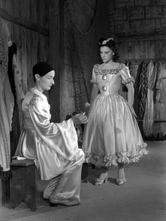 https://imgc.allpostersimages.com/img/posters/les-enfants-du-paradis-directed-by-marcelcarne-with-jean-louis-barrault-and-maria-casares-1944-b_u-L-Q1C27T30.jpg?artPerspective=n
