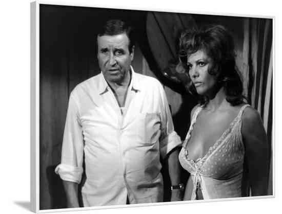 LES PETROLEUSES, 1971 directed by CHRISTIAN-JAQUE On the set, Christien-Jaque (director) and Claudi--Framed Photo