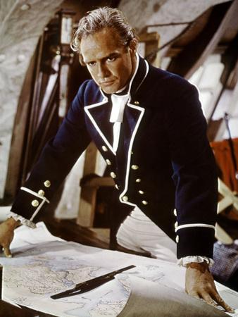 https://imgc.allpostersimages.com/img/posters/les-revoltes-du-bounty-mutiny-on-the-bounty-by-lewismilestone-with-marlon-brando-1962-photo_u-L-Q1C2GK40.jpg?artPerspective=n