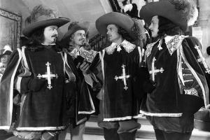 LES TROIS MOUSQUETAIRES, 1953 directed by ANDRE HUNEBELLE Gino Cervi, Jacques Fran (b/w photo)