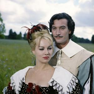 LES TROIS MOUSQUETAIRES, 1961 directed by BERNARD BORDERIE Mylene Demongeot and Gerard Barray (phot