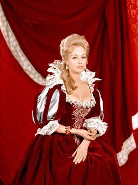 LES TROIS MOUSQUETAIRES, 1961 directed by BERNARD BORDERIE Mylene Demongeot (photo)