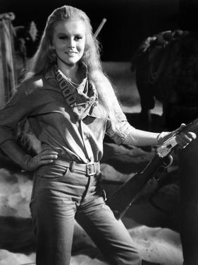 Les Voleurs by Trains THE TRAIN ROBBERS by BurtKennedy with Ann-Margret, 1973 (b/w photo)