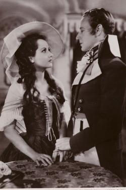 Leslie Howard and Merle Oberon in the Scarlet Pimpernel