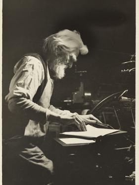 Printer in New York, 1905 by Lewis Wickes Hine