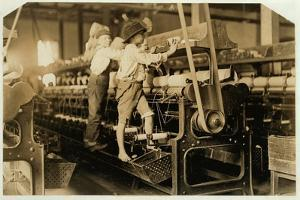 Small boys mend broken threads and replace empty bobbins at Bibb Mill, Macon, Georgia, 1909 by Lewis Wickes Hine