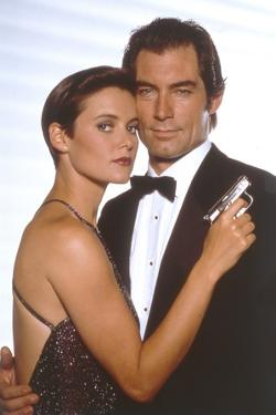 LICENCE TO KILL, 1989 directed by JOHN GLEN Carey Lowell / Timothy Dalton (photo)
