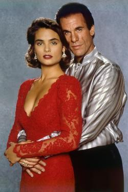 LICENCE TO KILL, 1989 directed by JOHN GLEN Talisa Soto / Robert Davi (photo)