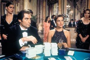 LICENCE TO KILL, 1989 directed by JOHN GLEN Timothy Dalton / Carey Lowell (photo)