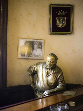 Lifesize Bronze Statue of Author Ernest Hemingway in Bar El Floridita, Havana, Cuba