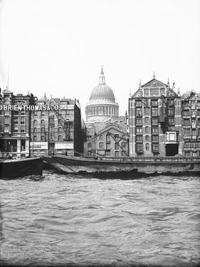 Lighters Passing St Paul's Wharf with St Paul's Cathedral in the Background, London, C1905