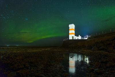 https://imgc.allpostersimages.com/img/posters/lighthouse-in-iceland-with-the-northern-lights-swrapping-around_u-L-Q1BB2D20.jpg?p=0