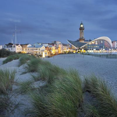 https://imgc.allpostersimages.com/img/posters/lighthouse-of-warnem-nde-dunes-mecklenburg-western-pomerania-germany_u-L-Q11YXJO0.jpg?p=0