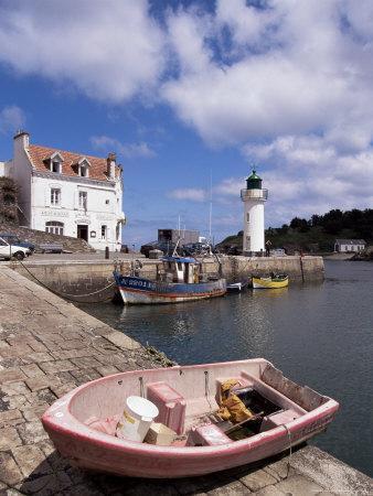 https://imgc.allpostersimages.com/img/posters/lighthouse-on-waterfront-port-sauzon-belle-ile-en-mer-brittany-france_u-L-P1TTZK0.jpg?p=0