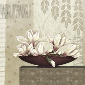 Grandiflora II by Linda Wood
