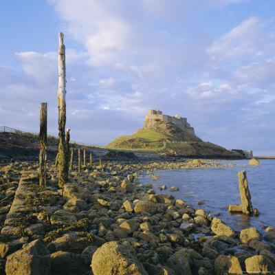https://imgc.allpostersimages.com/img/posters/lindisfarne-castle-holy-island-northumberland-england_u-L-P2QWI70.jpg?p=0