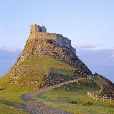 https://imgc.allpostersimages.com/img/posters/lindisfarne-castle-holy-island-northumberland-england_u-L-P2QWIL0.jpg?p=0