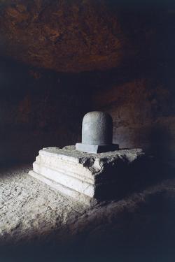 Linga in Elephanta Caves (Unesco World Heritage Site