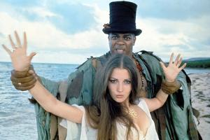 LIVE AND LET DIE, 1973 directed by GUY HAMILTON Geoffrey Holder and Jane Seymour (photo)