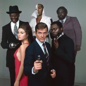 LIVE AND LET DIE, 1973 directed by GUY HAMILTON Jane Seymour, Roger Moore,Yaphet Kotto, Julius W.Ha