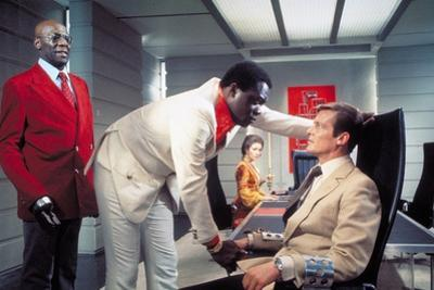 LIVE AND LET DIE, 1973 directed by GUY HAMILTON Julius W. Harris, Yaphet Kotto, Jane Seymour and Ro