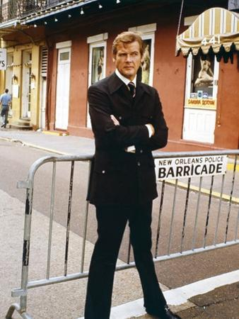 LIVE AND LET DIE, 1973 directed by GUY HAMILTON Roger Moore (photo)