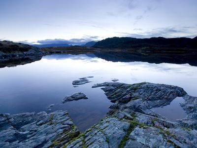 https://imgc.allpostersimages.com/img/posters/loch-tollaidh-at-dawn-near-poolewe-achnasheen-wester-ross-highlands-scotland-united-kingdom_u-L-PFO57E0.jpg?p=0