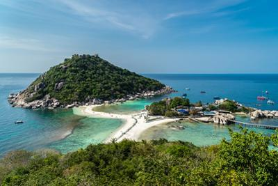 The triple islands of Koh Nang Yuan are connected by shared sandbar, Koh Tao, Thailand by Logan Brown
