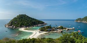 The triple islands of Koh Nang Yuan are connected by shared sandbar, Koh Tao, Thailand by Logan Brown